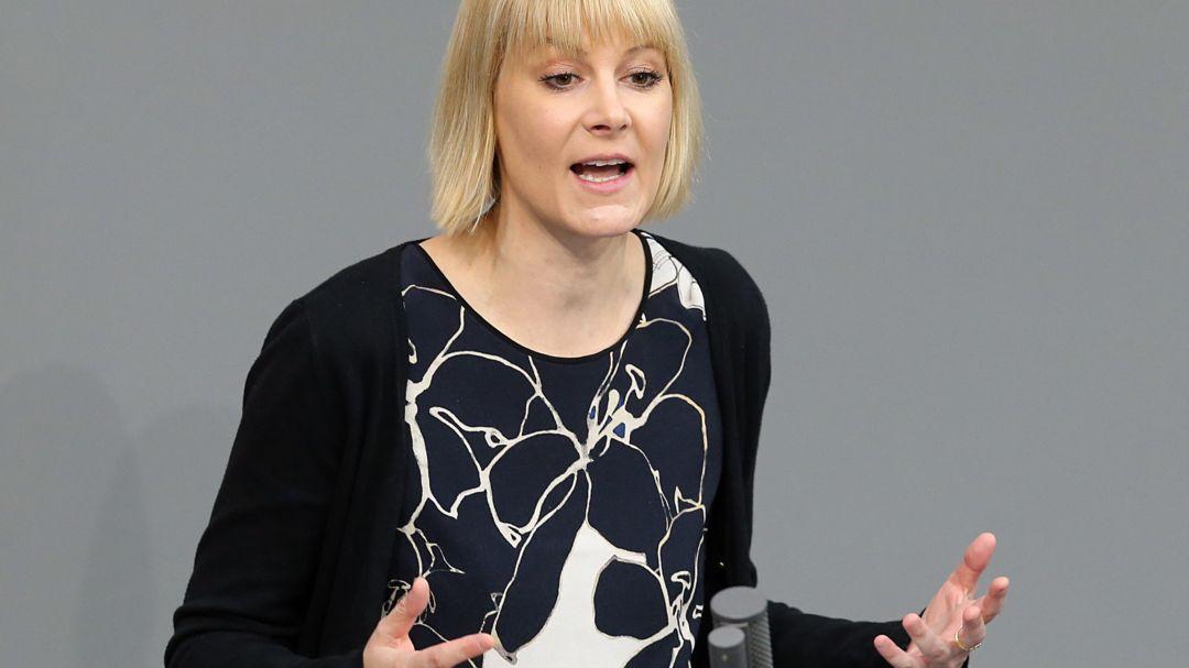 Nicole Gohlke (Die Linke), spricht im Deutschen Bundestag.