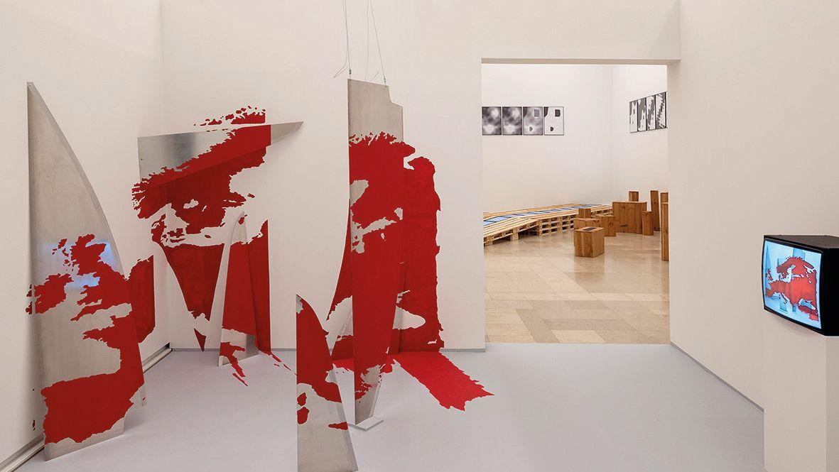 Europa in Stücken? Installation von Peter Weibel in der Ostdeutschen Galerie Regensburg