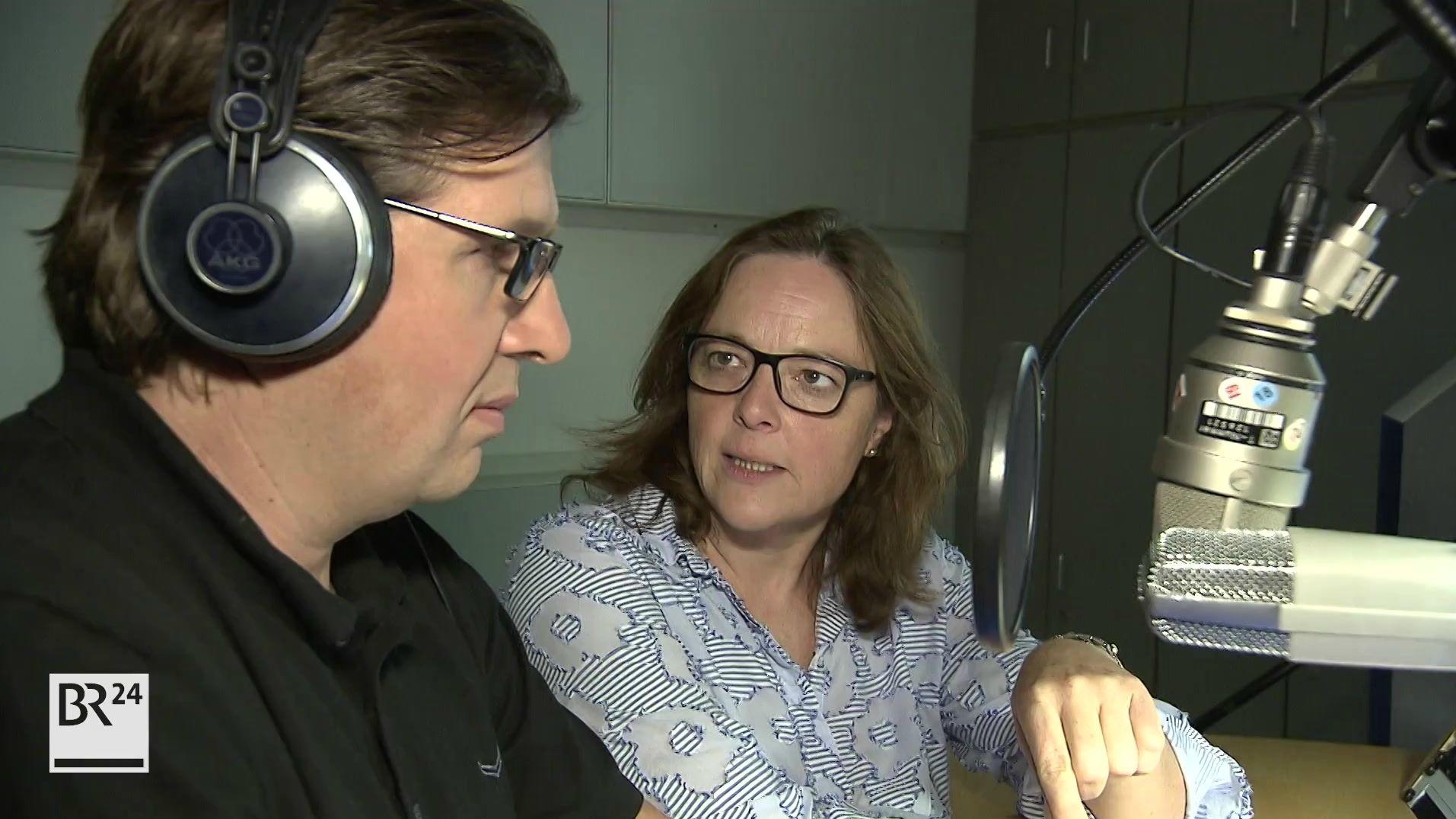 Mitmischer Jürgen Neumann mit Reporterin Julia Hofmann
