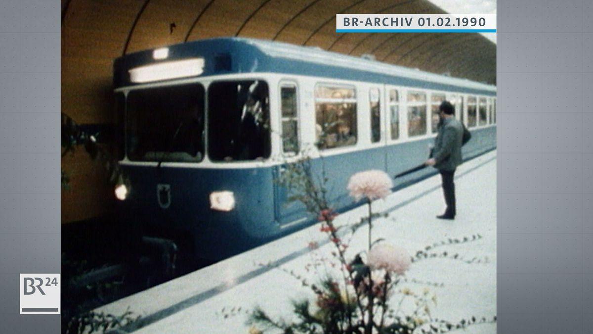 U-Bahn beim Einfahren am Marienplatz in München