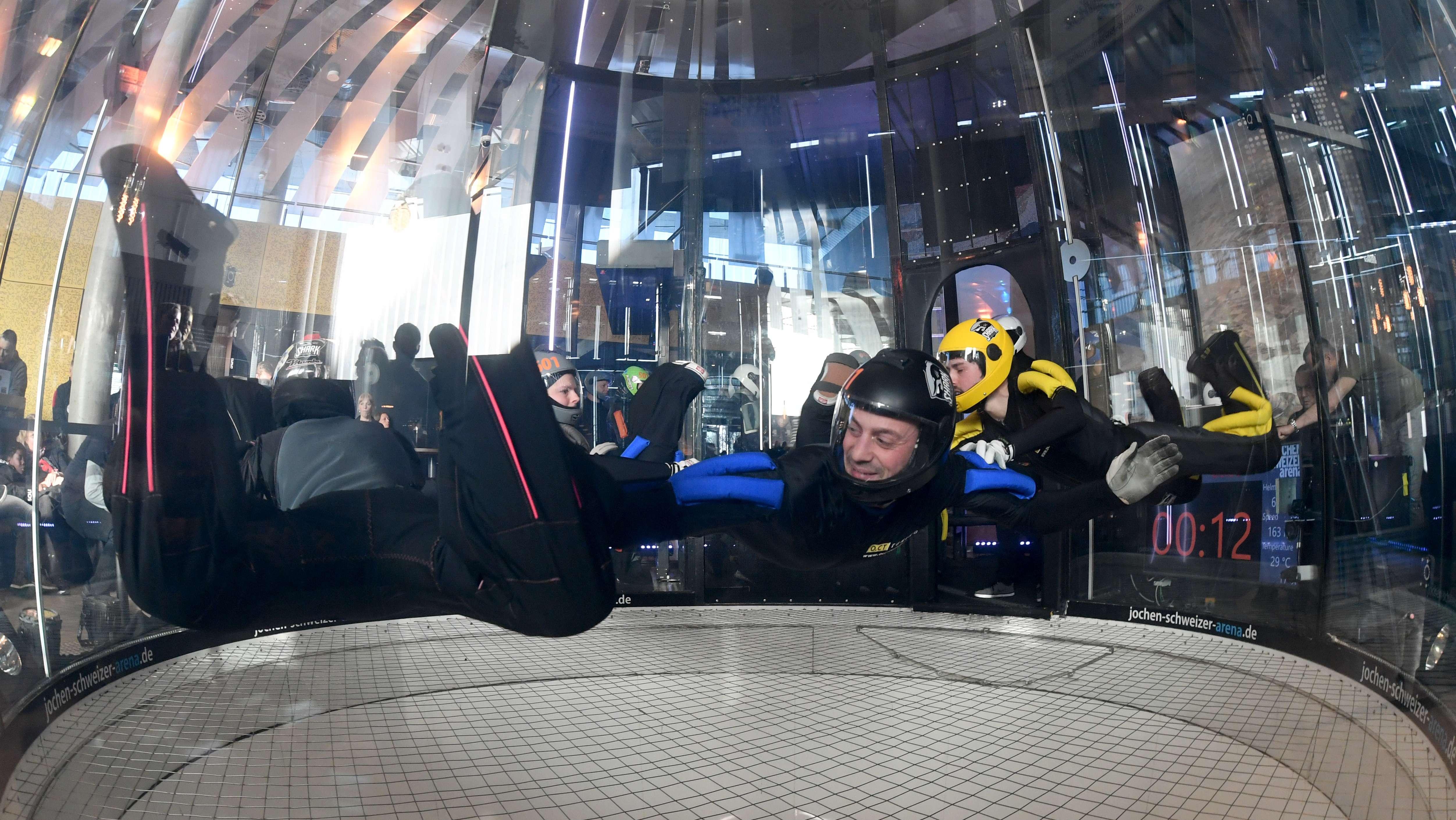 Teilnehmer der Deutschen Meisterschaften im Indoor Skydiving