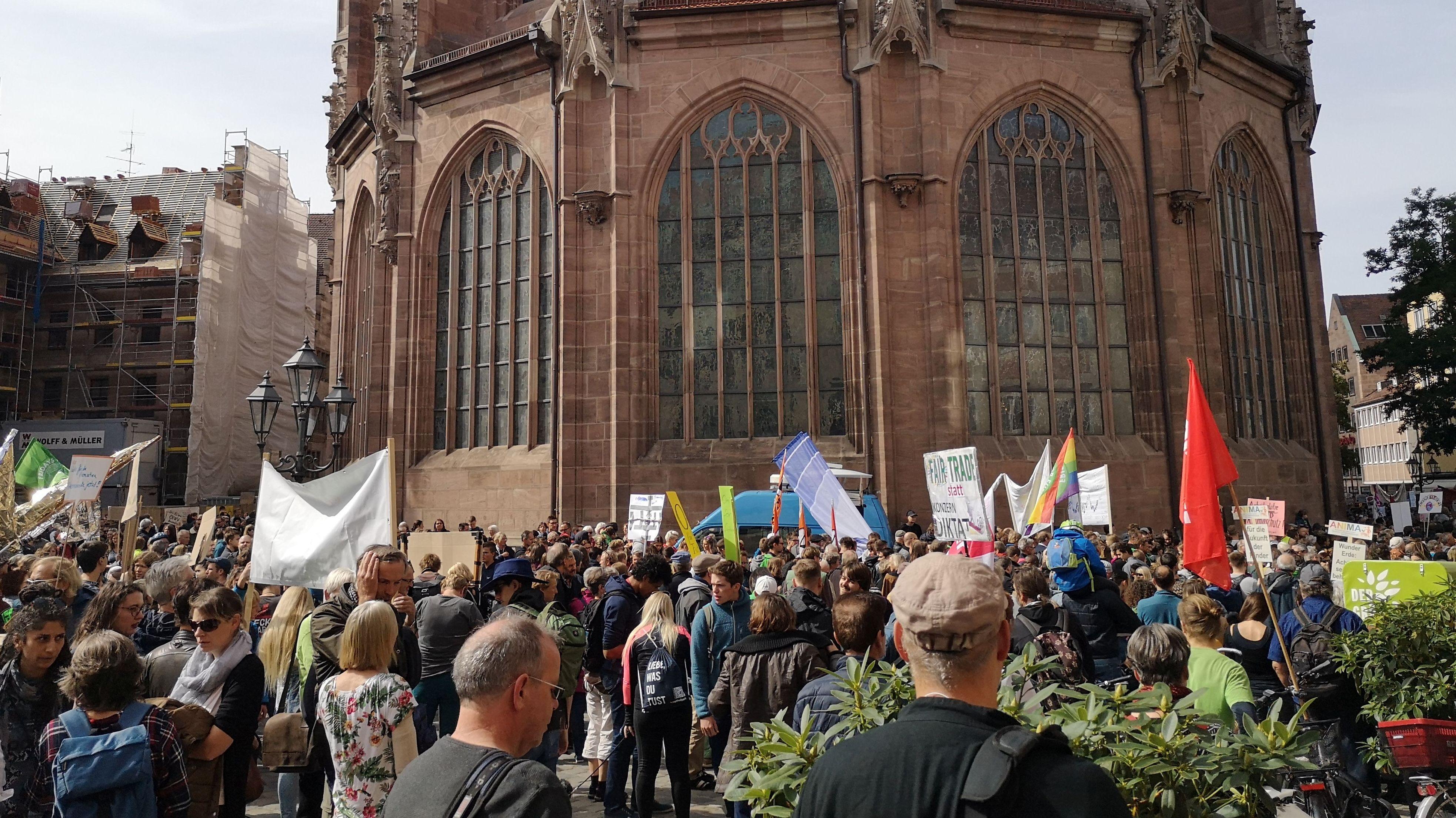 Klimademo an der Lorenzkirche in Nürnberg