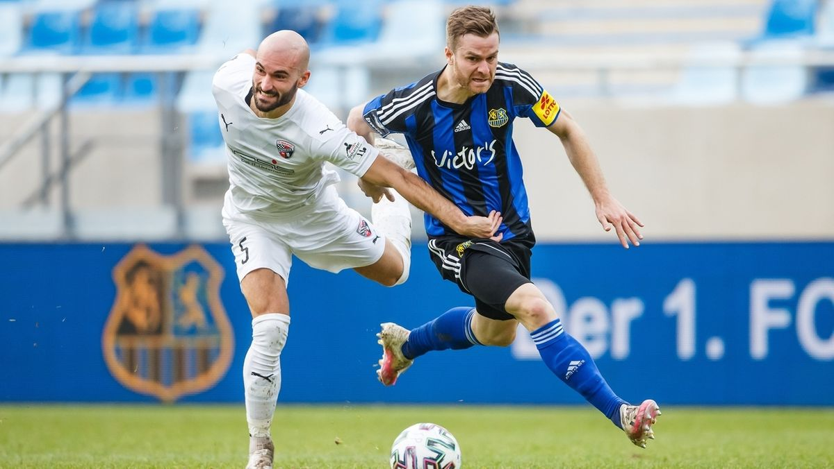 Zweikampf im Spiel Saarbrücken gegen Ingolstadt