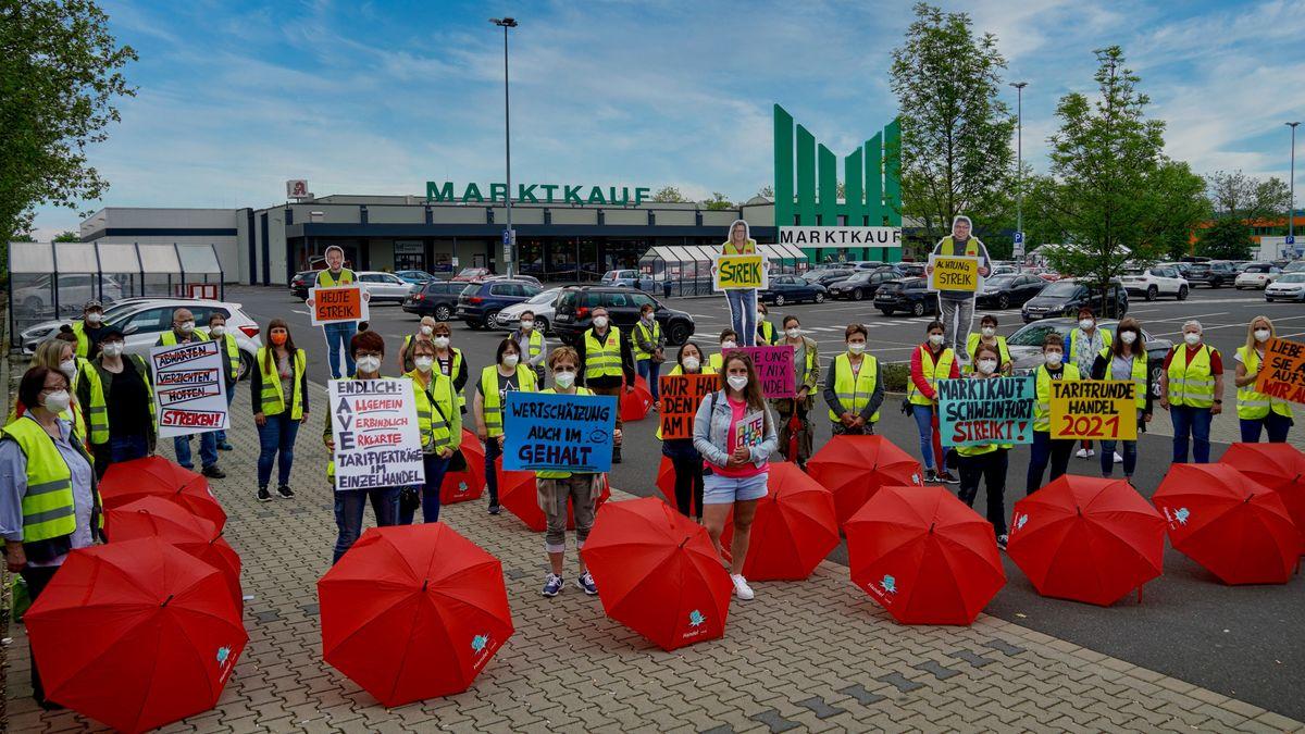 Warnstreik beim Verbrauchermarkt Marktkauf im Schweinfurter Hafen