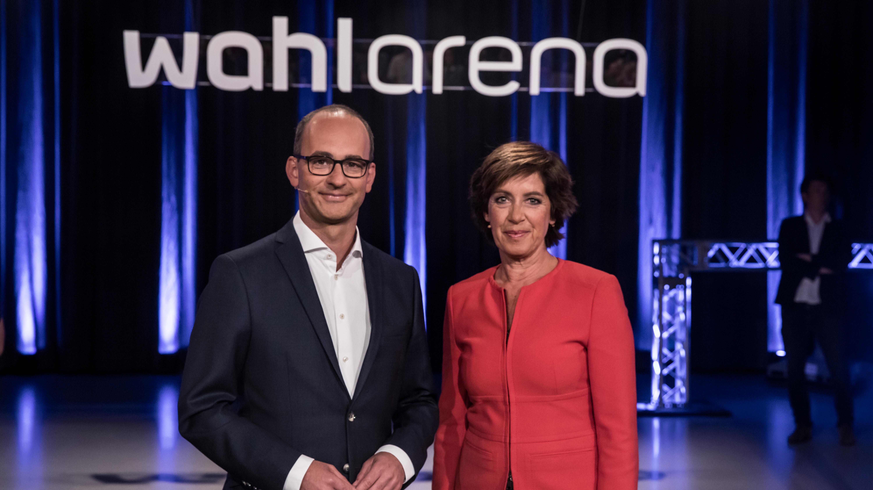 Die Moderatoren Ursula Heller und Christian Nitsche