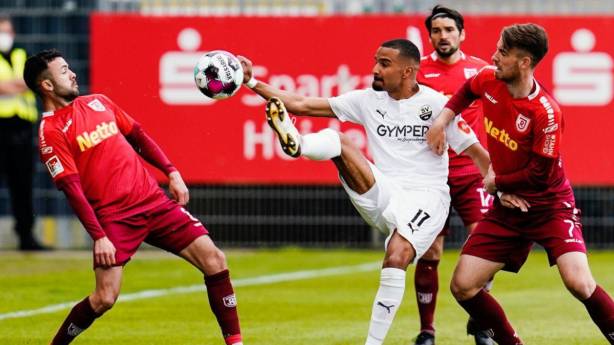 Spielszene SV Sandhausen - Jahn Regensburg