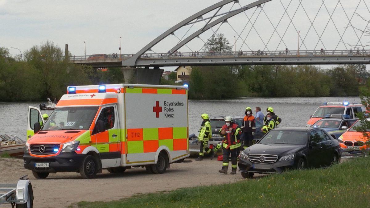 Einsatzkräfte nach Bootsunfall