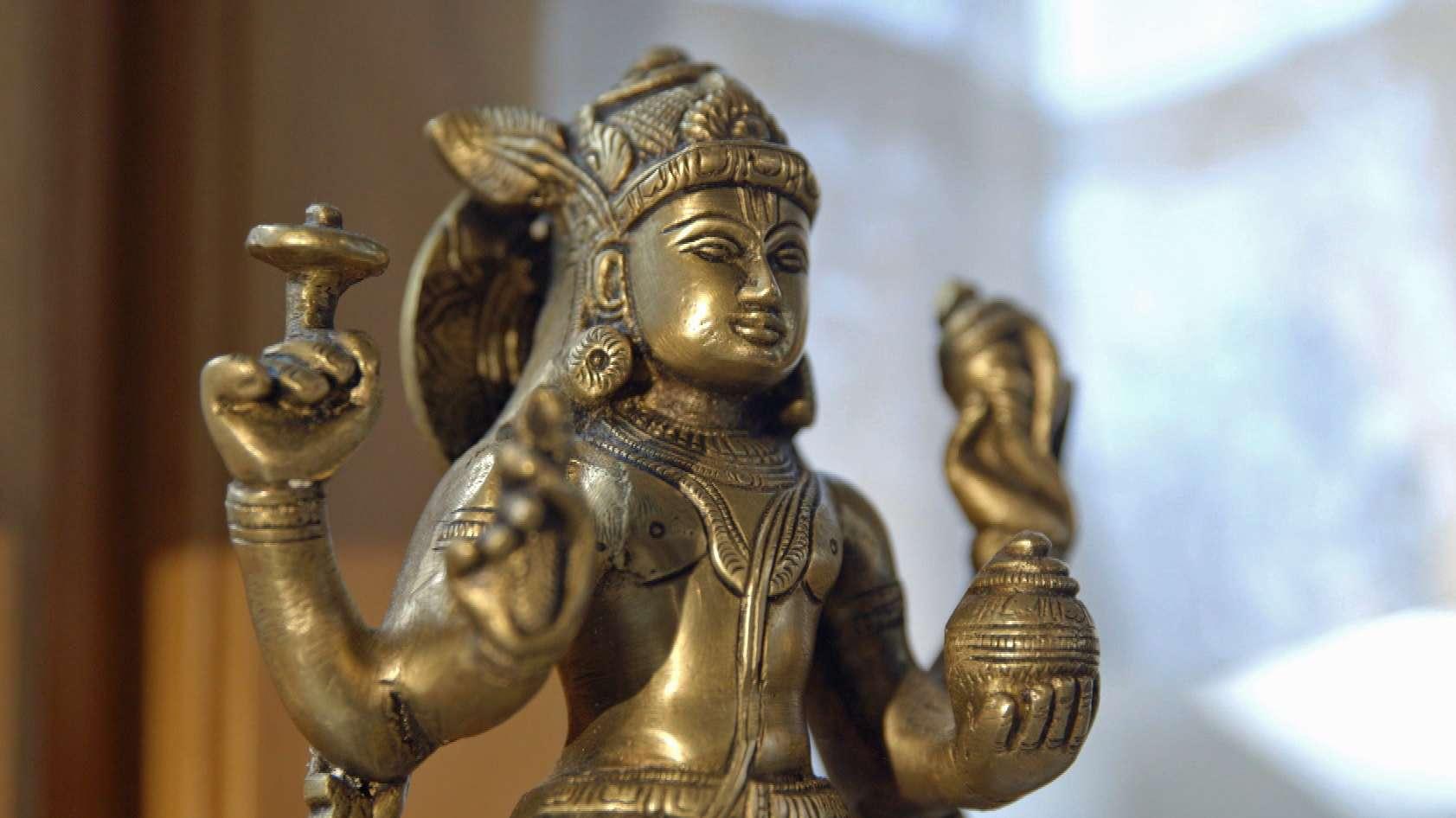 Eine Skulptur von Dhanvantari - Vishnuinkarnation und Gott des Ayurveda