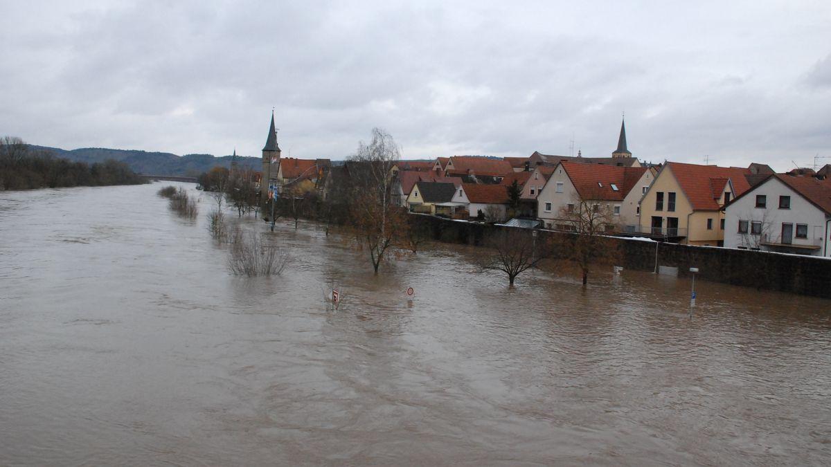 Hochwasser 2011 am Main bei Karlstadt
