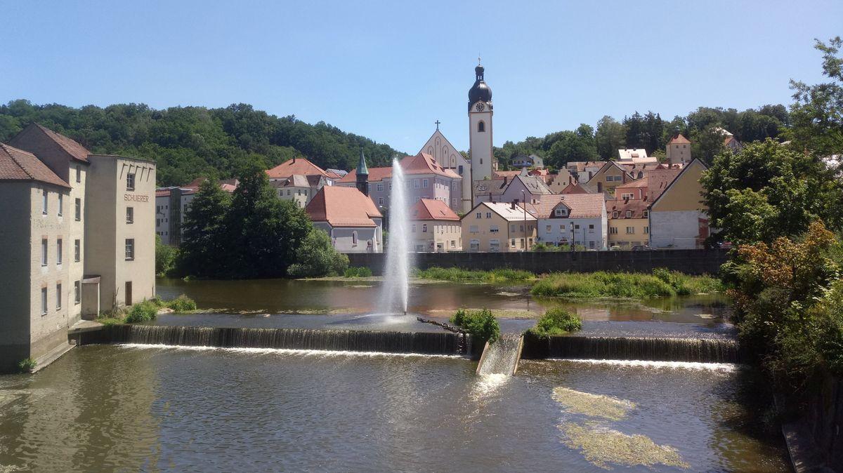 Postkartenmotiv, doch ökologisch problematisch: Das Schuierer-Wehr in Schwandorf