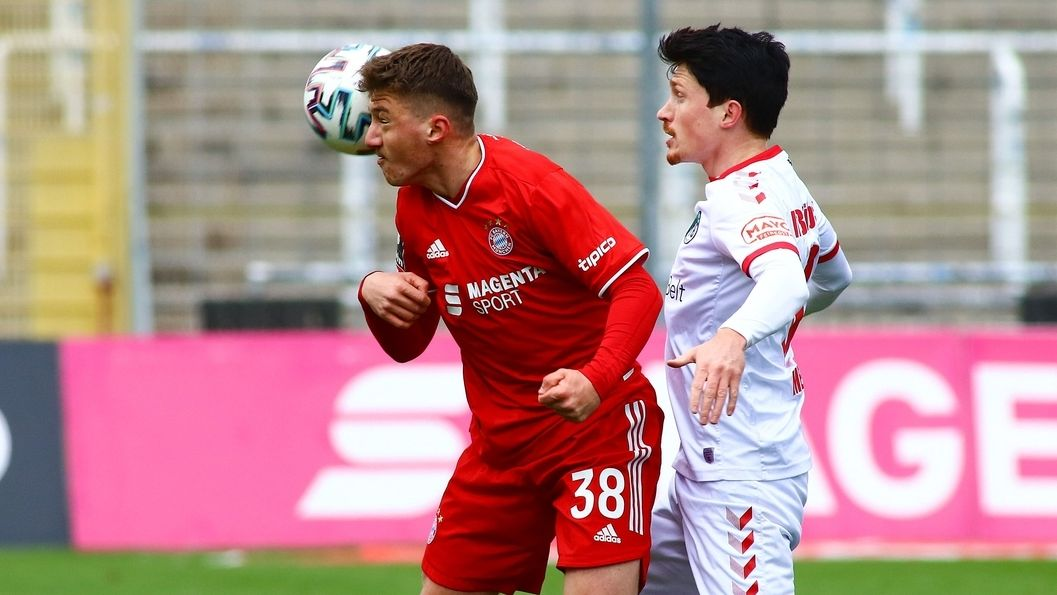 Spielszene FC Bayern München II gegen VfB Lübeck