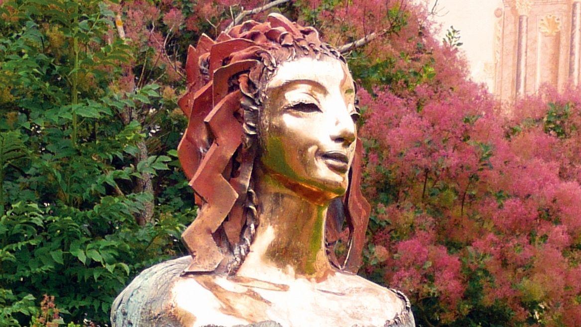 """""""Hoffnung"""", Bronzeplastik von Antje Tesche-Mentzen, Ansbacher Skulpturenmeile"""
