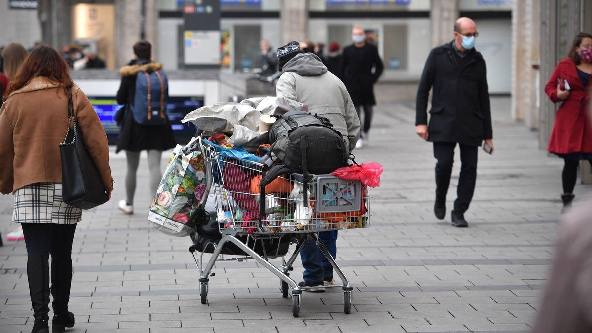 Ein Obdachloser in der Innenstadt von München