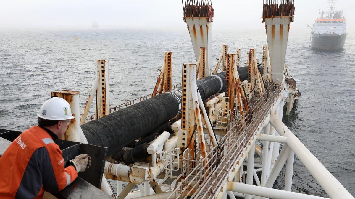 """Das Verlegeschiff """"Audacia"""" des schweizer Offshore-Dienstleisters Allseas verlegvor der Insel Rügen Rohre für die Gaspipeline Nord Stream 2."""