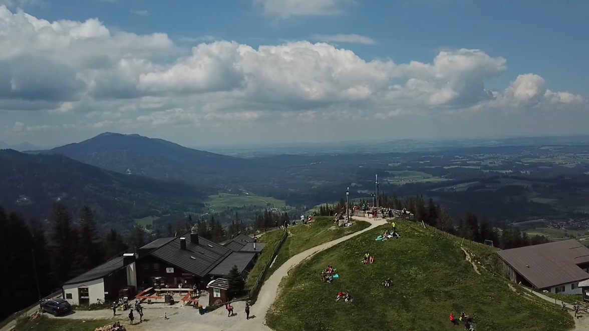 Der Neubau der Hörnle Bergbahn in Bad Kohlgrub ist vom Tisch - statt einer modernen Zehner-Kabinenbahn mit Rundumblick soll der nostalgische Charakter der Schwebebahn erhalten bleiben.