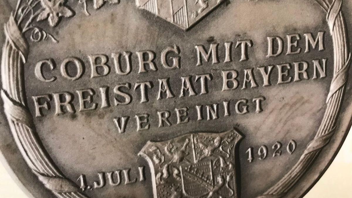 Eine Münze mit der Aufschrift: Coburg mit dem Freistaat Bayern vereinigt - 1. Juli 1920.