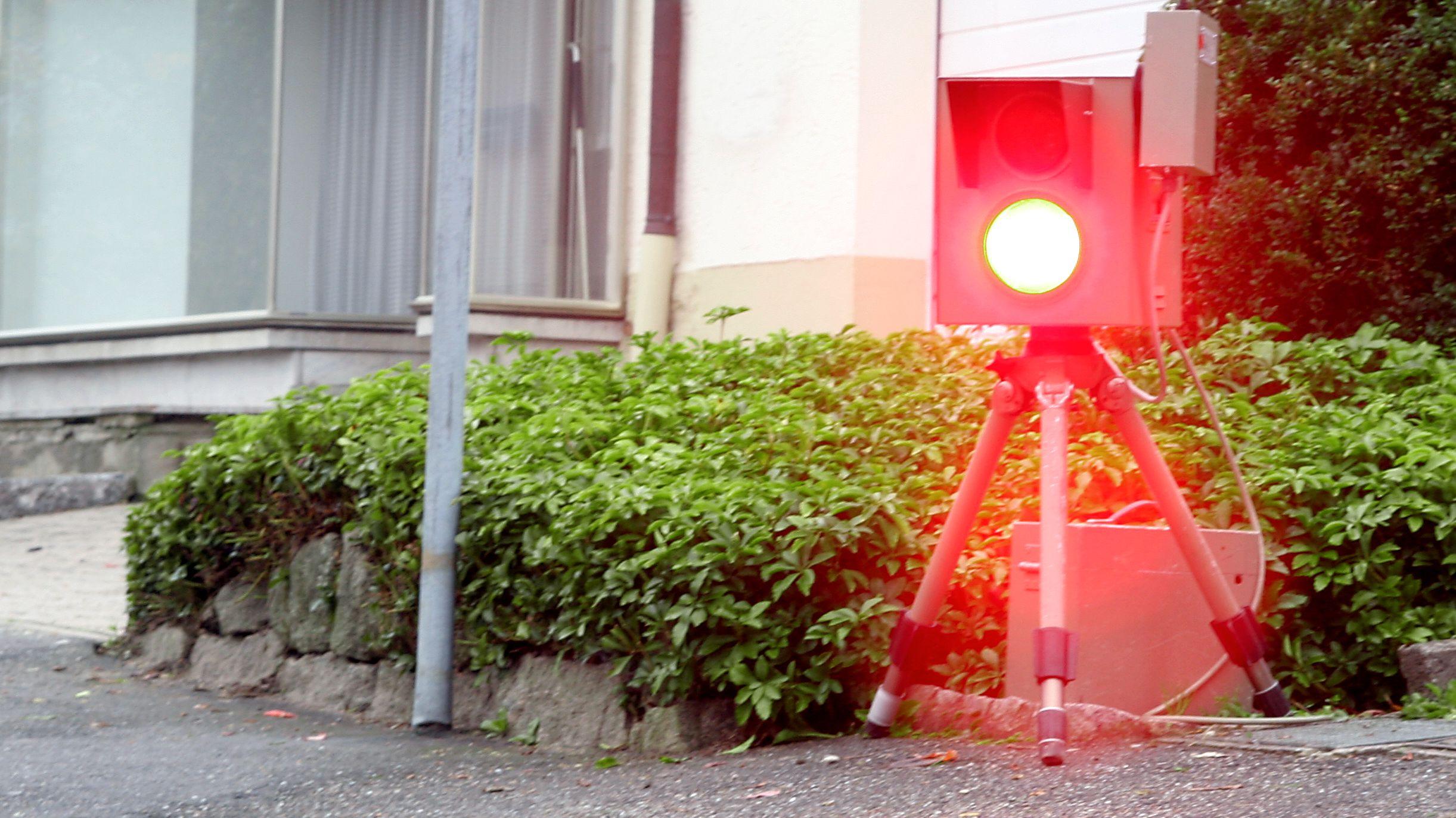 Blitzende Radarfalle (Symbolbild)