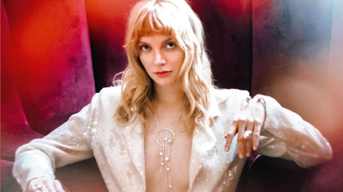 Ava Vegas auf dem Cover ihres Debüt-Albums Ava Vegas