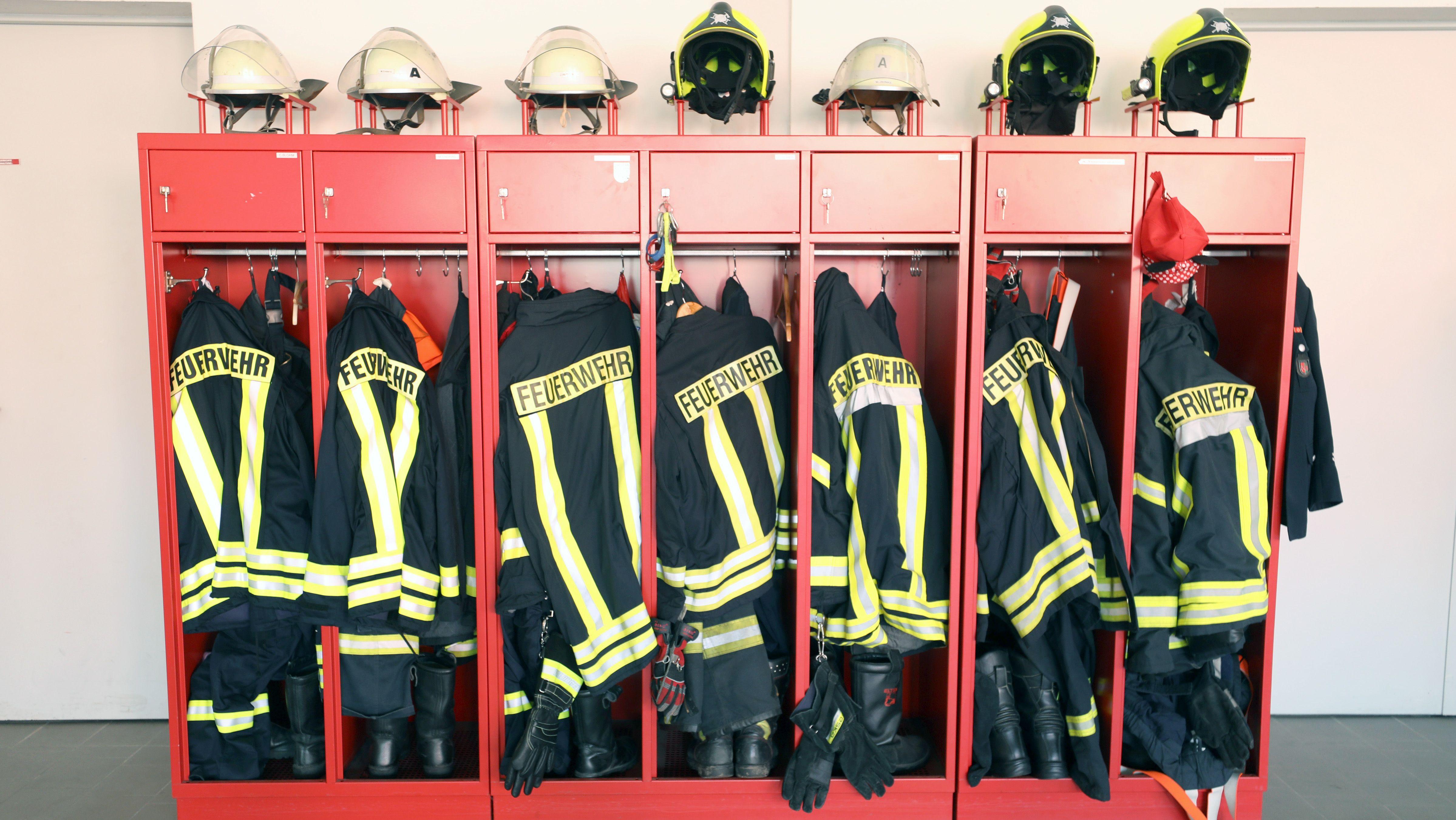Für die freiwilligen Feuerwehren sind in Bayern viele ehrenamtlich tätig.