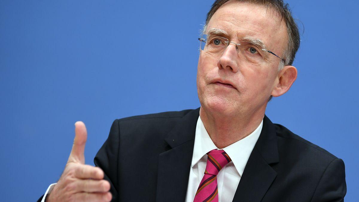 Gerd Landsberg, Hauptgeschäftsführer des Deutschen Städte- und Gemeindebundes (DStGB), bei einer Pressekonferenz in Berlin  2018