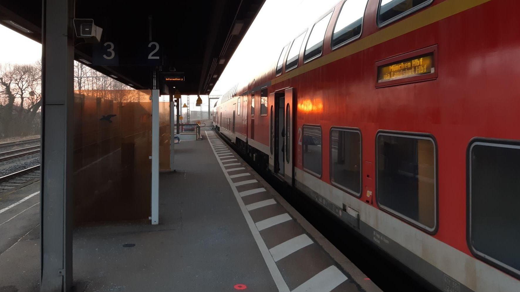 Gleis 2 am Bahnhof in Osterhofen