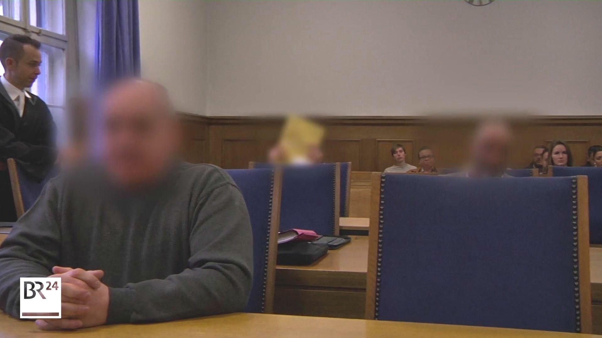 Falsche Polizisten stehen in Nürnberg vor Gericht