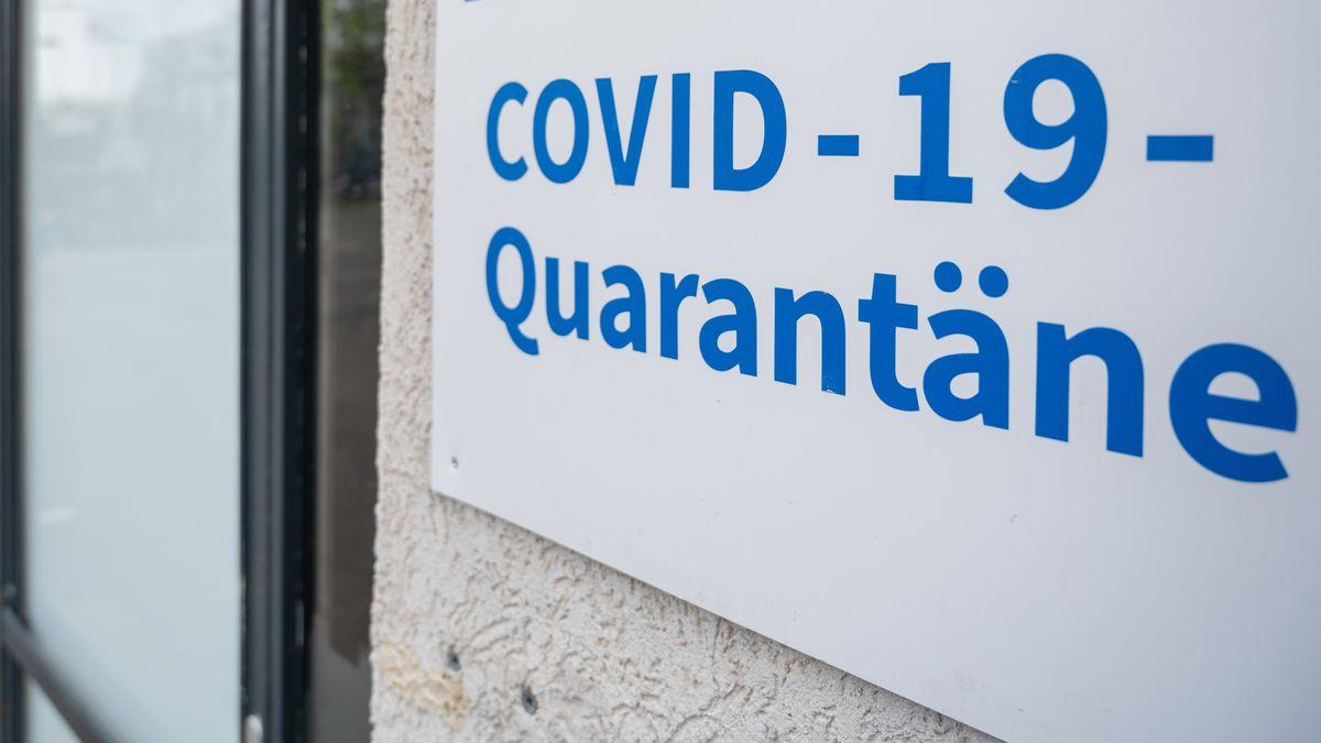 Symbolbild: Eingang zu einem Quarantäne-Unterkunftsgebäude in Berlin
