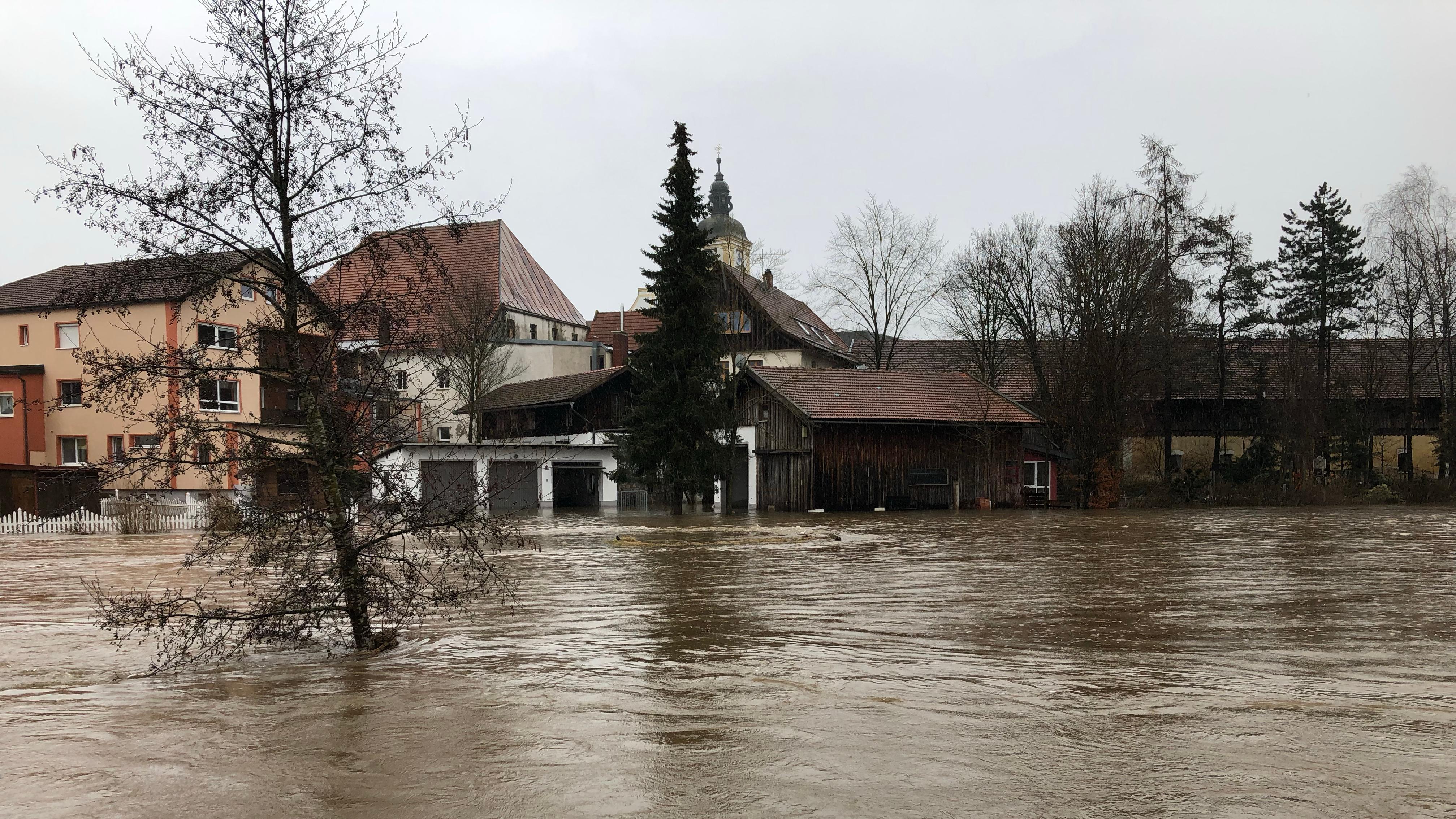 Hochwasser im Ortsgebiet Rinchnach im Kreis Regen