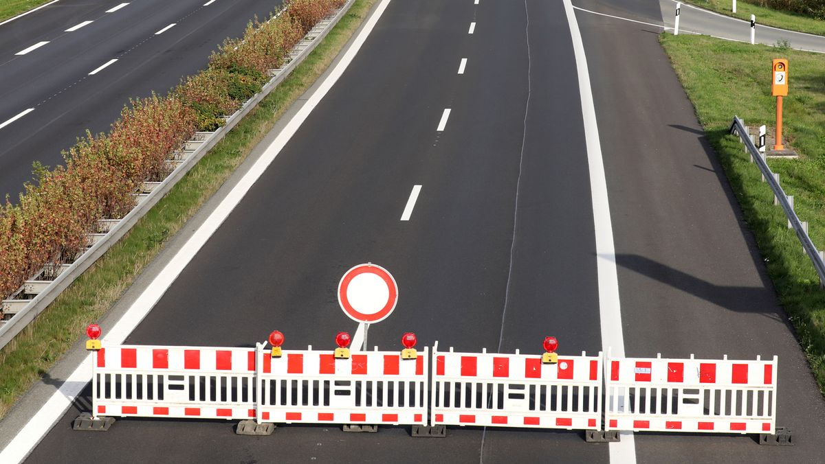 Autobahnsperrung Symbolbild