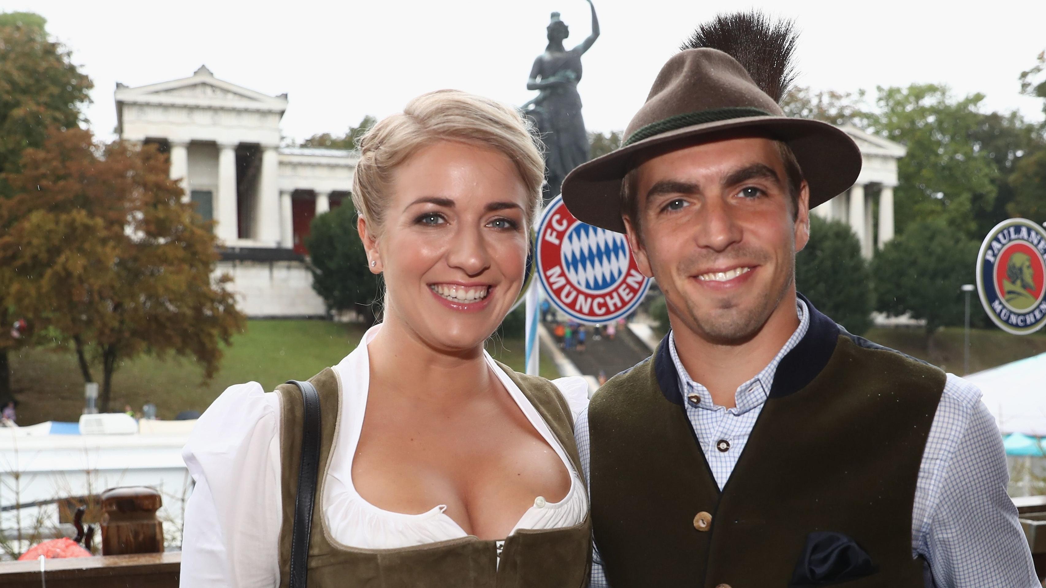 Philipp Lahm mit Ehefrau Claudia auf dem Münchner Oktoberfest