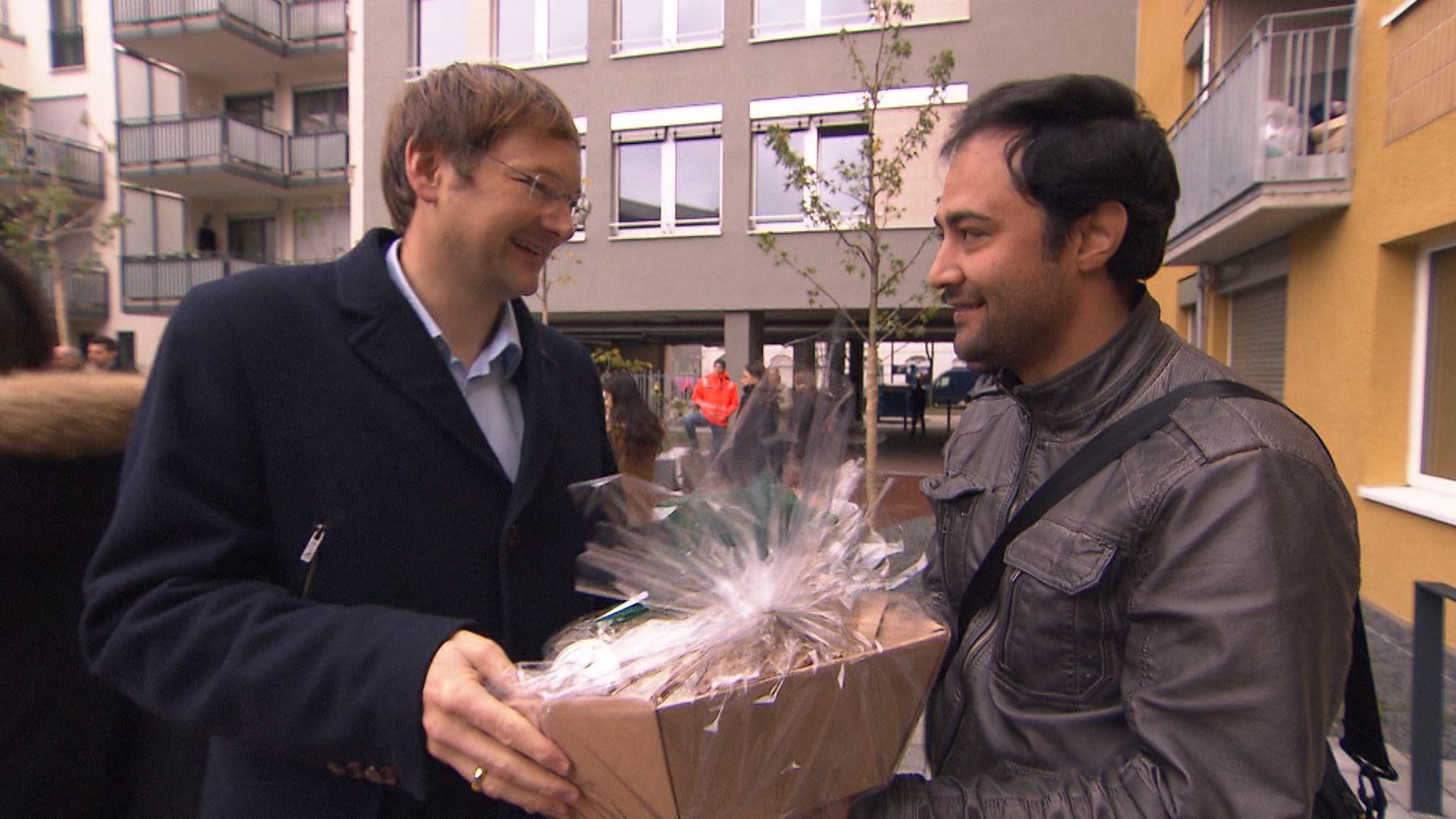 BayernHeim: Bauminister Reichhart begrüßt erste Mieter