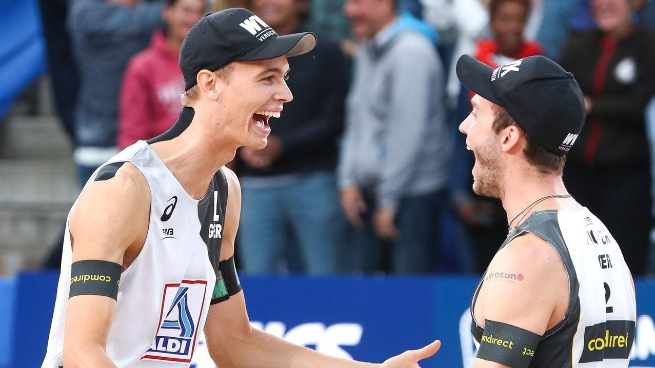 Julius Thole und Clemens Wickler (re.) feiern ihren Sieg.