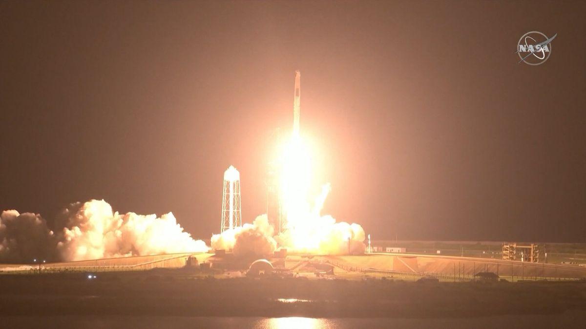 Mit einem Tag Verspätung ist eine weitere SpaceX-Raumkapsel zur internationalen Raumstation ISS gestartet. Es handelt sich um die zweite Crew, die von dem US-Unternehmen zur ISS transportiert wird.