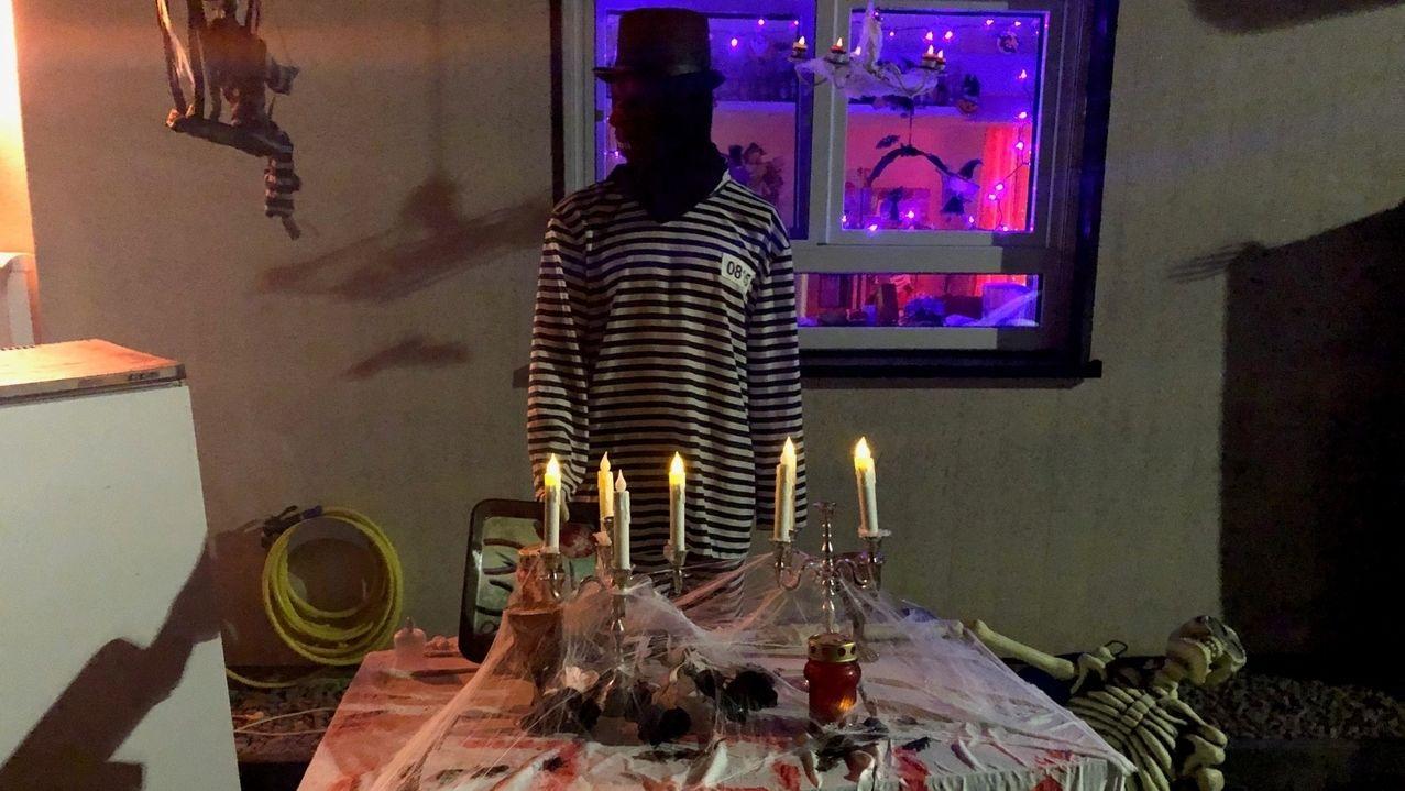Familie Leavitt aus Würzburg hat ihr Haus für Halloween gruselig dekoriert