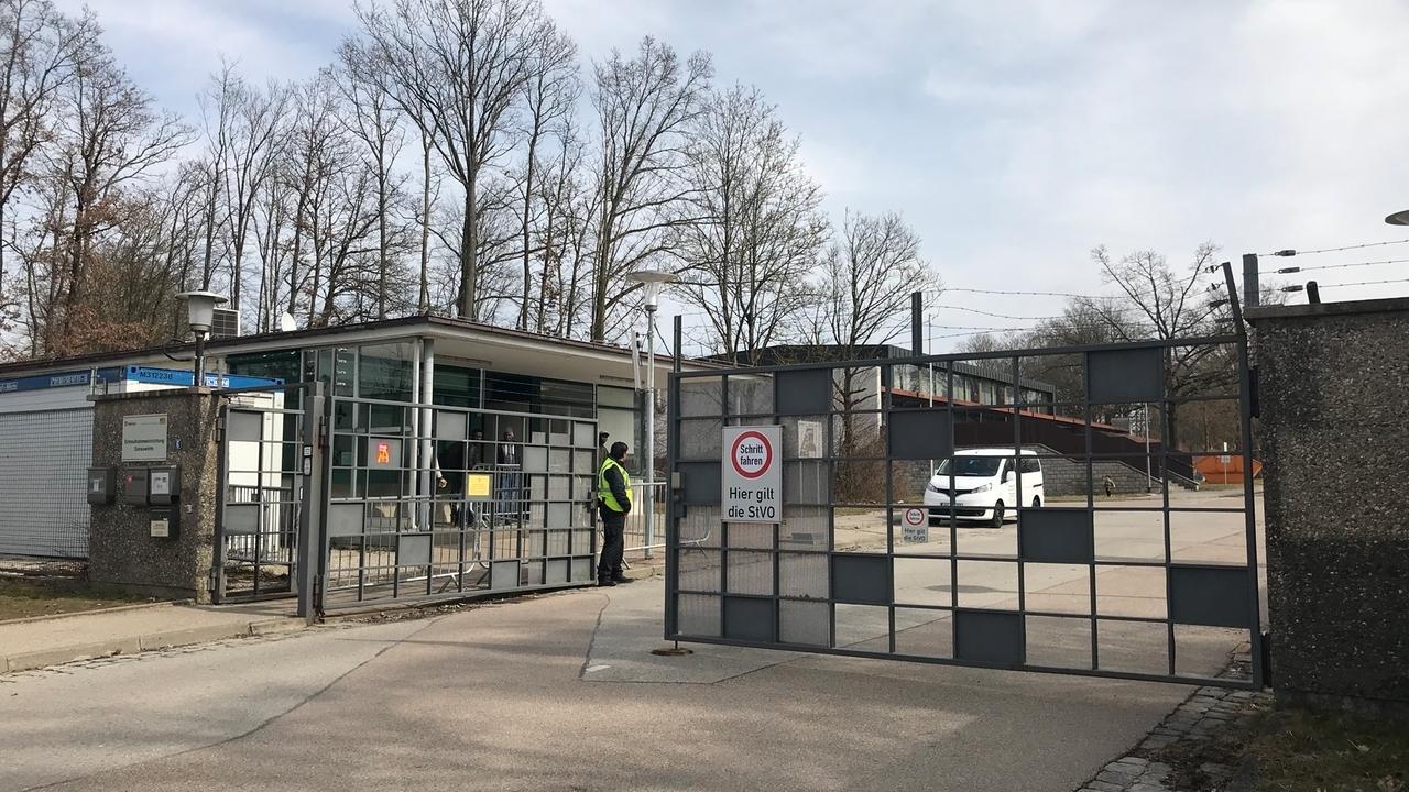Die Zufahrt zur Donauwörther Asylbewerberunterkunft