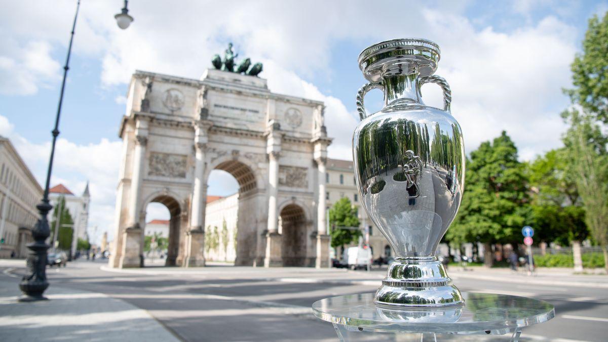 EM-Pokal am Siegestor