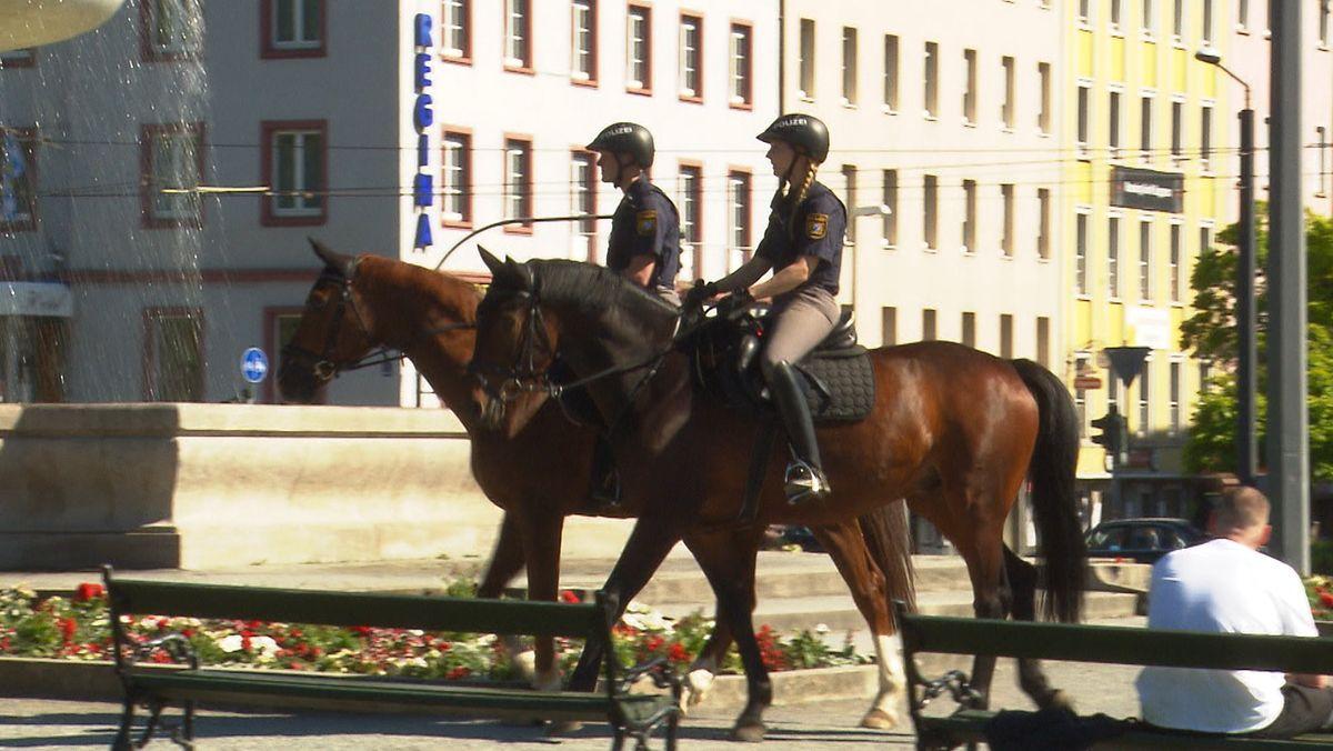 Berittene Polizeistreife in Würzburg