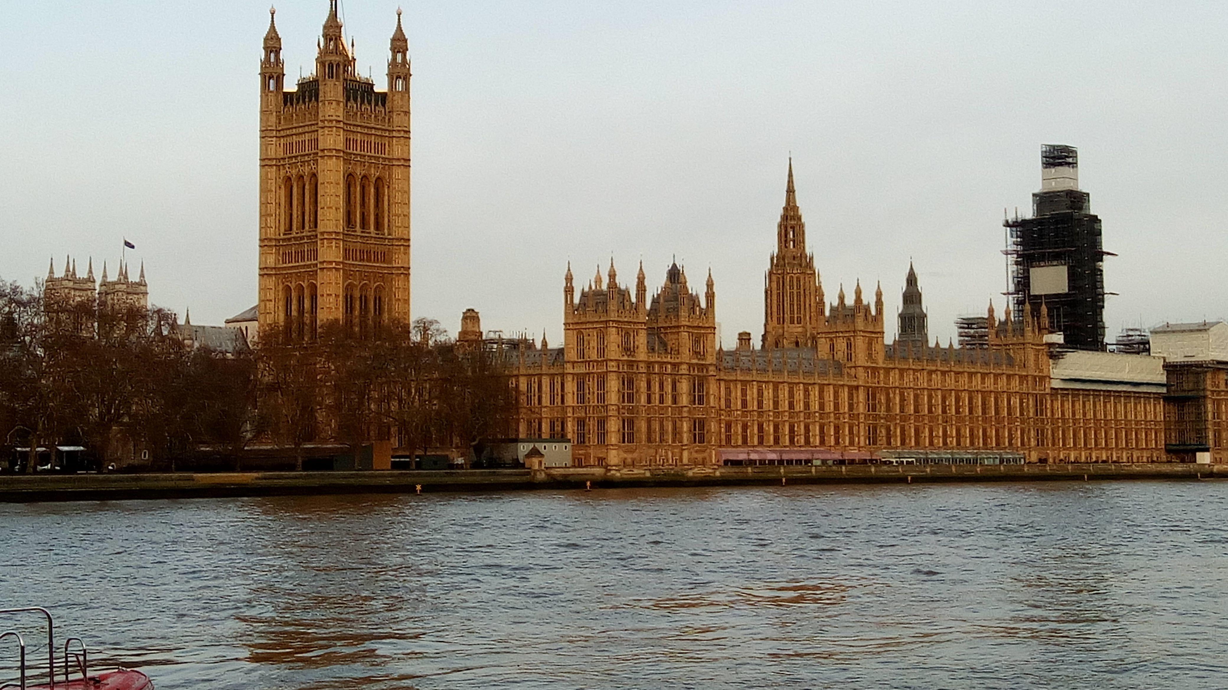 Das britische Parlamentsgebäude Westminster
