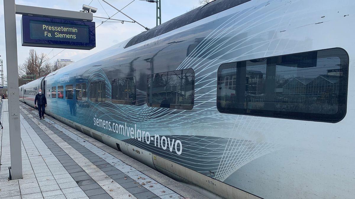 Der neue Hochgeschwindigkeitszug von Siemens macht Halt in Nürnberg.