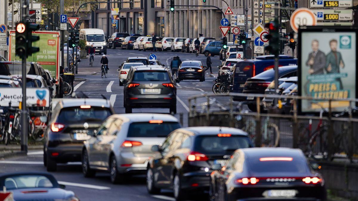 Autoverkehr zur Stoßzeit