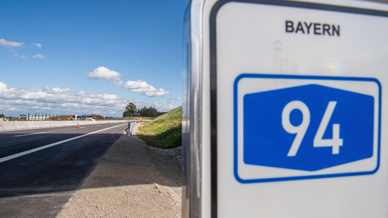 Ein Teilabschnitt der umstrittenen A94 ist fertig gestellt - die Fertigstellung der Abschnitte in Niederbayern dauern an