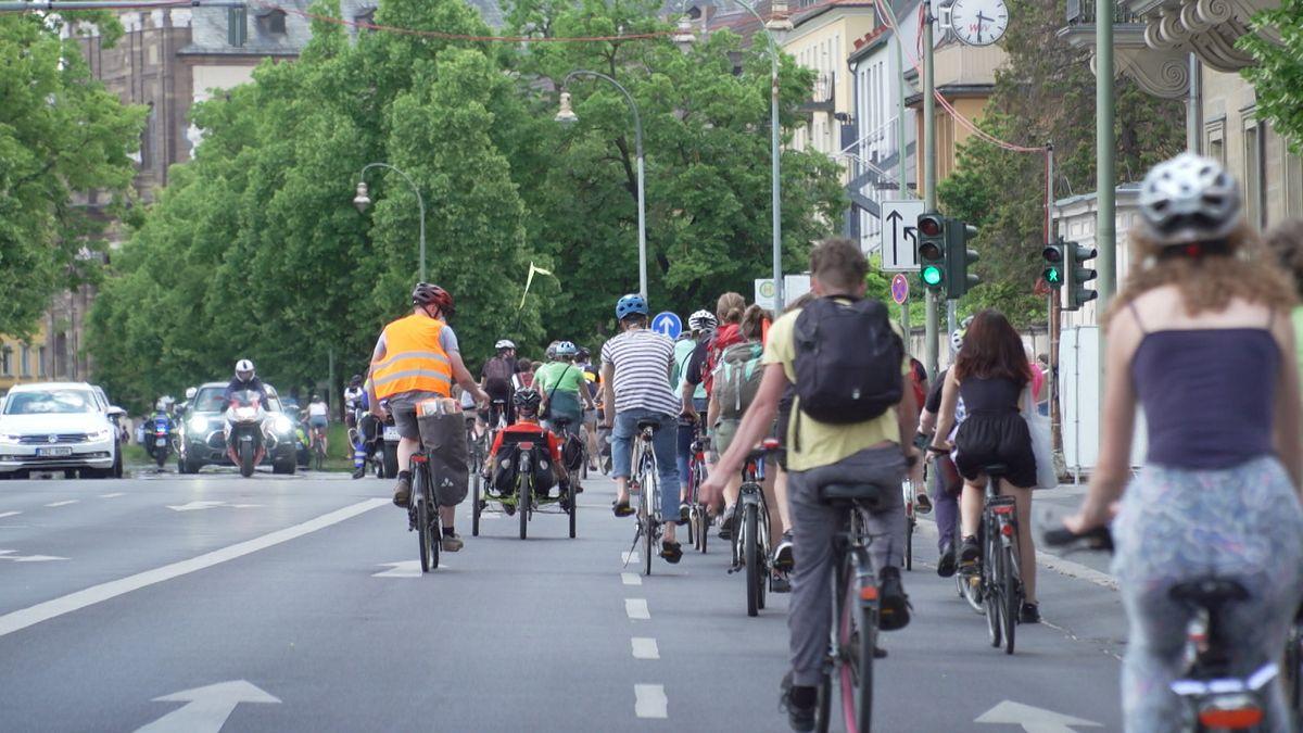 Radlerdemo zum Anti-Autobahn-Aktionstag in Würzburg