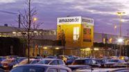 Ein Logistikzentrum des Unternehmens Amazon, im Vordergrund Parkplätze. | Bild:picture alliance/imageBROKER