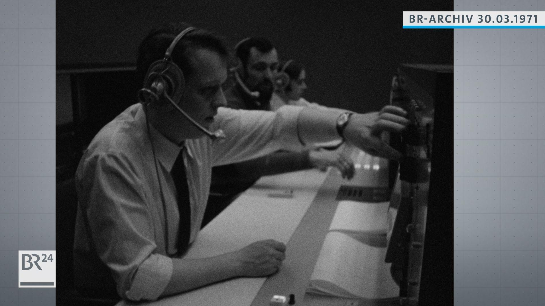 Mitarbeiter im Raumfahrtkontrollzentrum Oberpfaffenhofen
