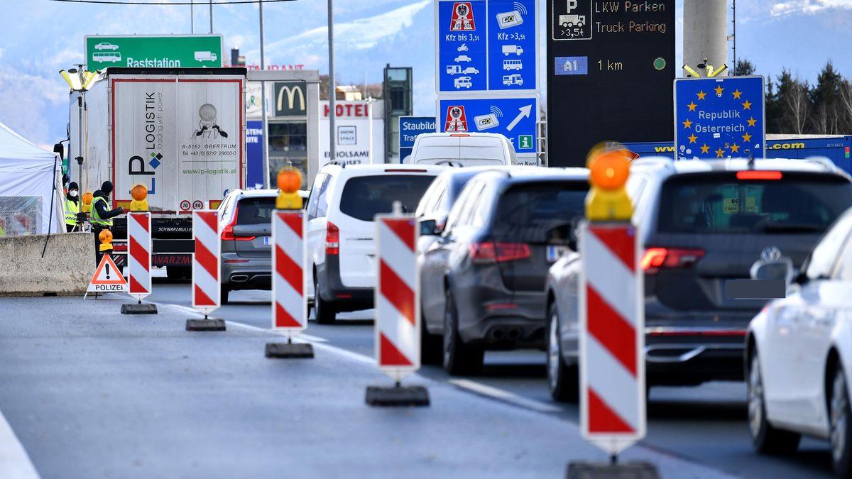 Der Grenzübergang Walserberg in Fahrtrichtung Salzburg.