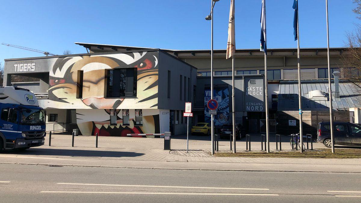 Blick auf die Geschäftsstelle der Straubing Tigers und das Stadion