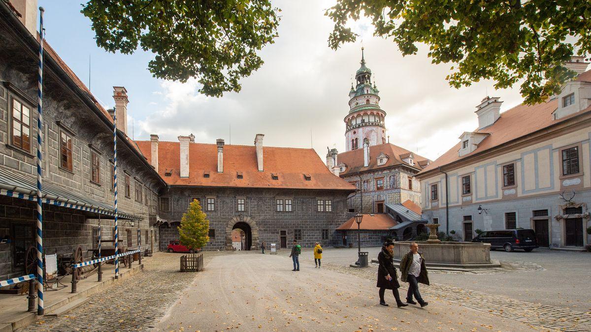 Im Nachbarland Tschechien, wie hier in Cesky Krumlov, steigen die Corona-Infektionszahlen weiter stark an.