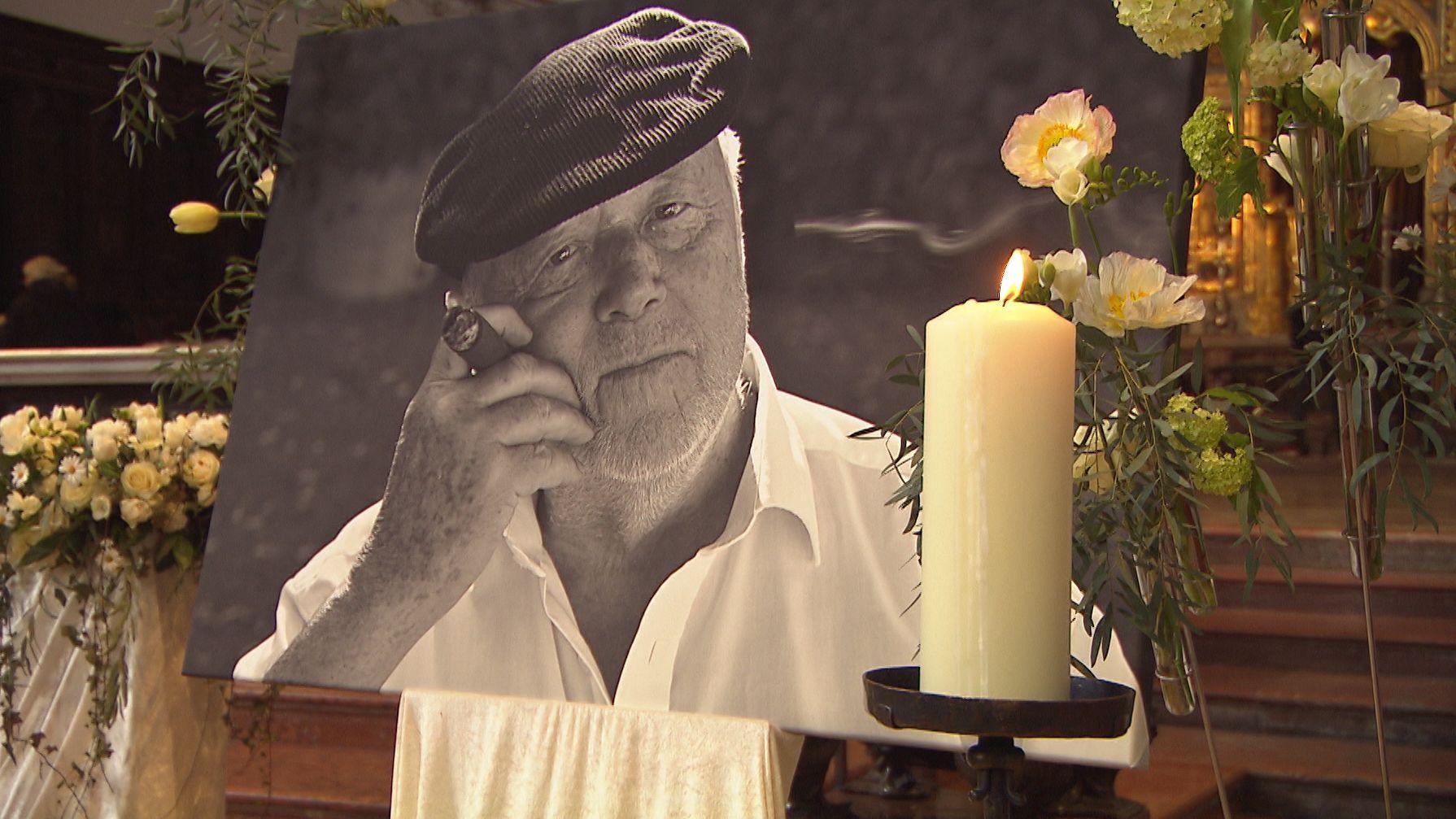 In München haben Freunde, Weggefährten und Fans Abschied von dem verstorbenen Filmemacher Joseph Vilsmaier genommen.