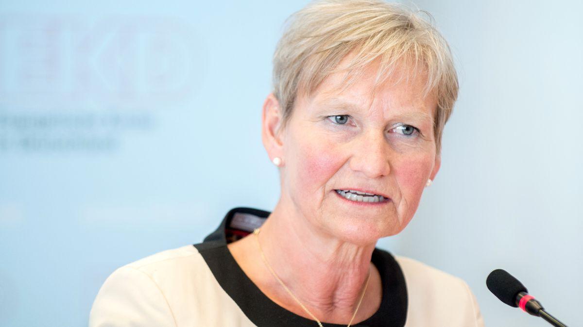 Kirsten Fehrs, Bischöfin im Sprengel Hamburg und Lübeck der Nordkirche, spricht während einer Pressekonferenz.