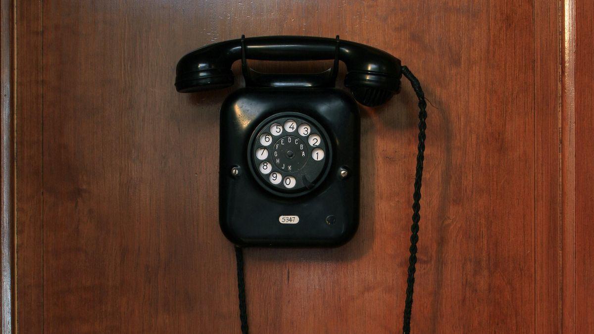 Inneres einer historischen Telefonzelle